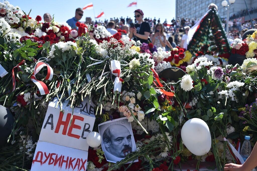 МВД Беларуси 12 октября пригрозило применять боевое оружие против манифестантов. Но ранее мирные протестующие уже погибали от пуль. Минск. Мемориал памяти Александра Тарайковского, первого погибшего на протестах.