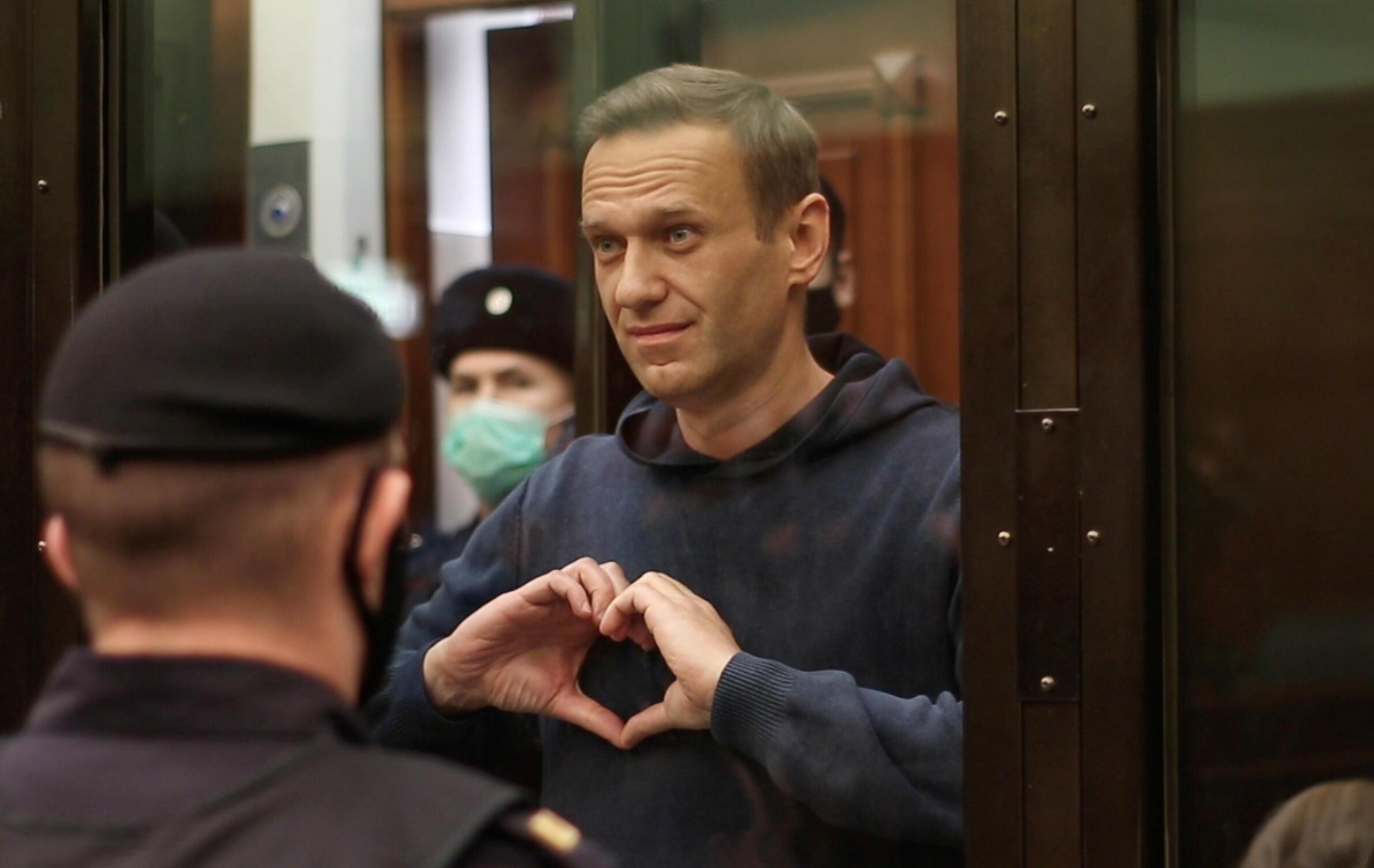 Алексей Навальный перед оглашением приговора по делу «Ив Роше» в Мосгорсуде, 2 февраля 2021 года.