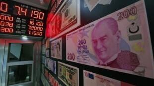 8月13日,美元兑土耳其里拉一度跌至7.1350,日内跌幅超10%