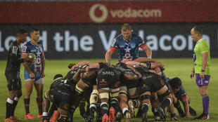 Bulls captain Duane Vermeulen (C) prepares to scrum against the Sharks last October during a South African Super Rugby Unlocked match in Pretoria.
