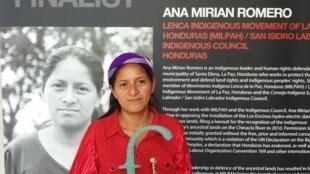 Ana Mirian Romero recibe el premio 'Front Line Defenders'.