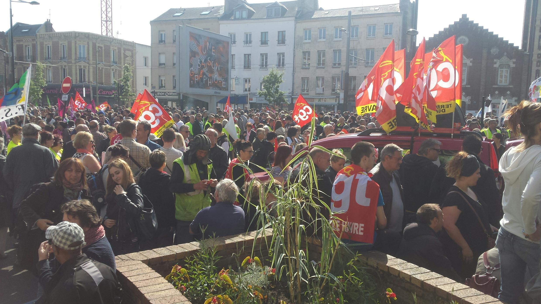 Des manifestants contre la loi Travail au Havre, en France, le 26 mai 2016.