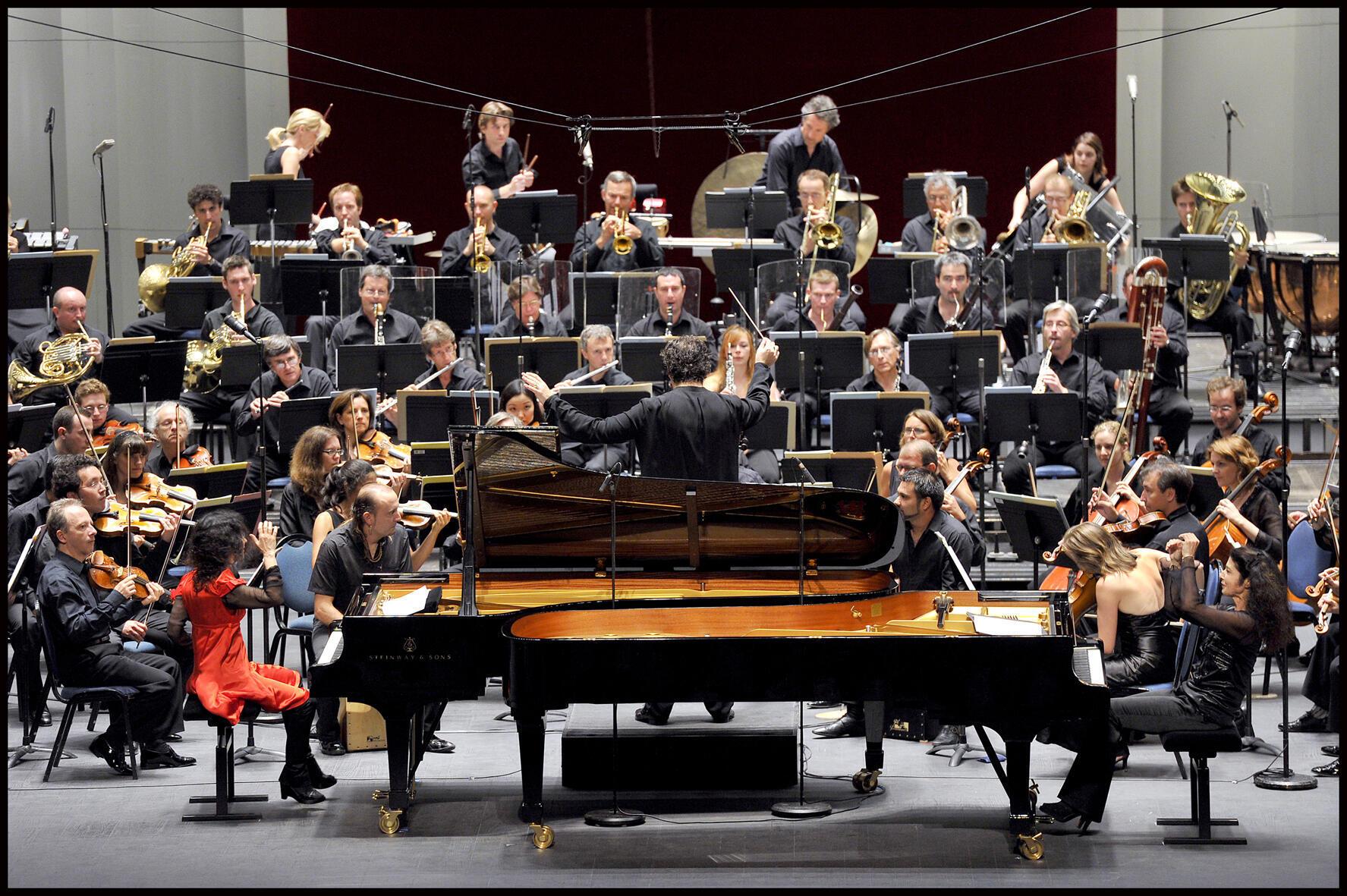 Katia et Marielle Labèque avec l'Orchestre national de France