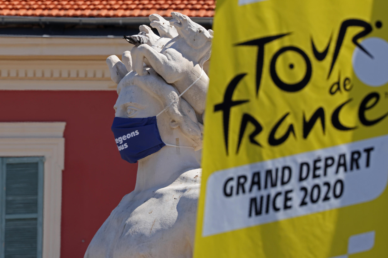 L'exclusion d'une équipe du Tour de France sera prononcée si deux de ses membres, encadrement inclus, sont positifs au Covid-19, a annoncé samedi à l'AFP le directeur du Tour Christian Prudhomme