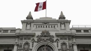 Devant le Congrès à Lima, au Pérou, le 30 septembre 2019 (image d'illustration).
