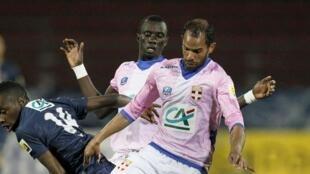 Le Tunisien Saber Khlifa face au PSG.