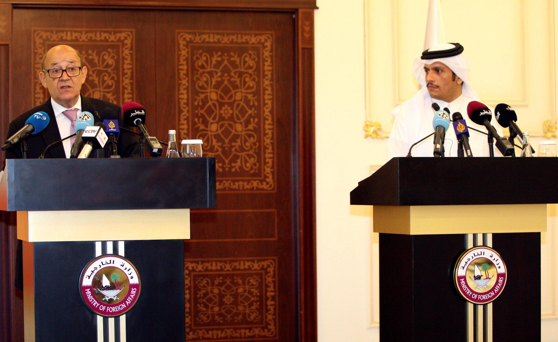 """نشست خبری """"ژان ایو لودریان"""" و """"تمیم بن حمد آل ثانی"""" وزرای امور خارجه فرانسه و قطر، در دوحه. شنبه ٢٤ تیر/ ١۵ ژوئیه ٢٠۱٧"""
