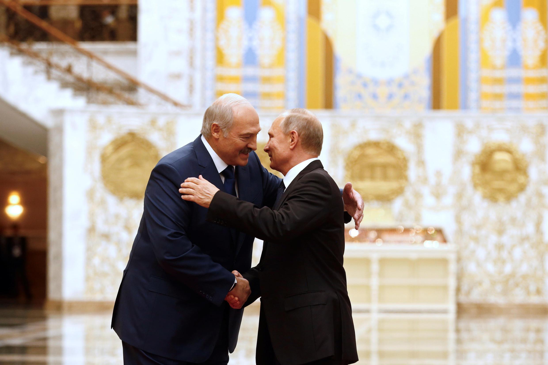 Александр Лукашенко и Владимир Путин на саммите ОДКБ в Минске 30 ноября 2017