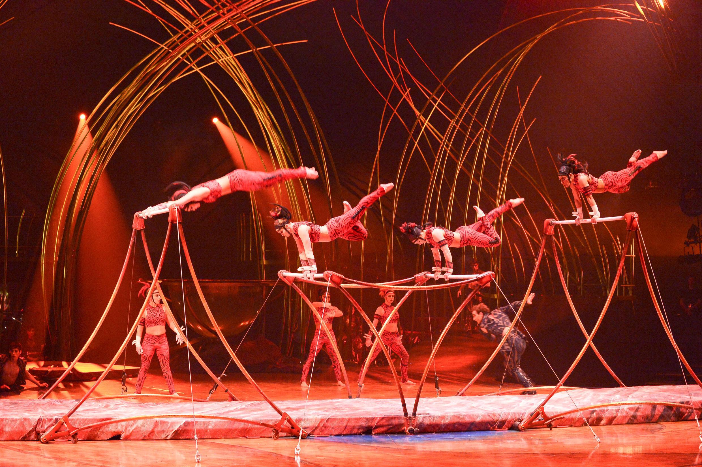 Sem animais, Cirque du Soleil é um dos circos contemporâneos mais famosos do mundo.