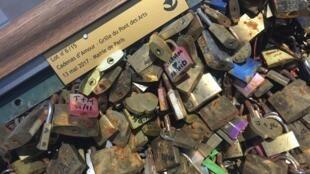 Grade com cadeados da famosa Pont des Arts vai a leilão no dia 13 de maio de 2017