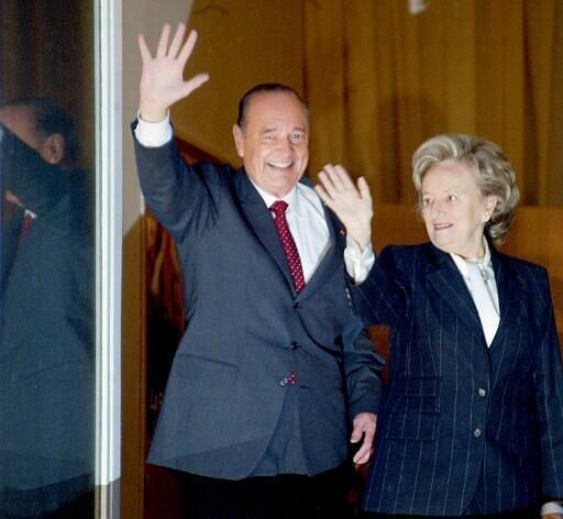 Avec son épouse Bernadette le 5 mai 2002, au soir du second tour de l'élection présidentielle.