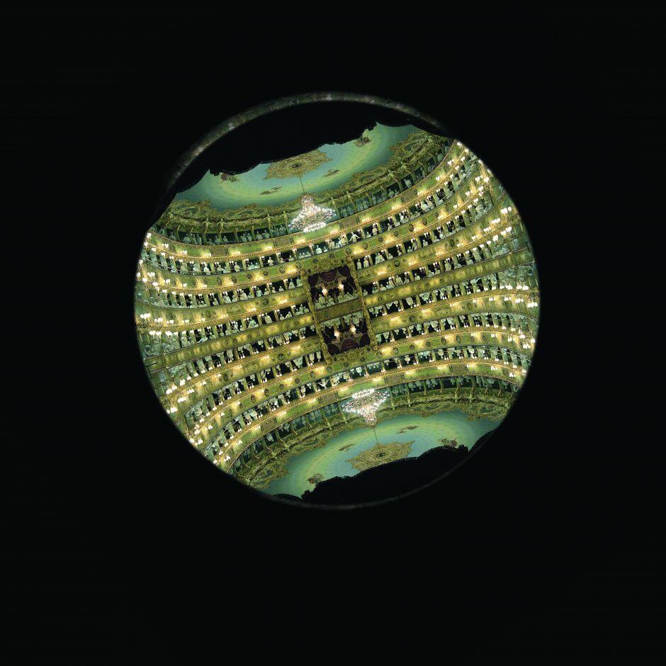 Grazia Toderi, Semper eadem, 2004. Projet spécial pour le théatre La Fenice de Venise. Projection vidéo, boucle, dimensions variables, couleur et son. Courtesy de l'artiste.