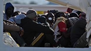 Après un nouveau naufrage survenu au large de la Libye dans la nuit de samedi à dimanche 19 avril, le Haut Commissariat des Nations unies pour les réfugiés (HCR) redoute la mort de centaines de migrants.