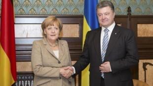 La chancelière allemande Angela Merkel et le président ukrainien Petro Porochenko lors de leur entrevue à Kiev le 23 août 2014.