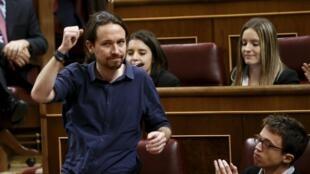 Pablo Iglesias, líder do Podemos, durante a primeira sessão parlamentar em 13 de janeiro de 2016, em Madri.