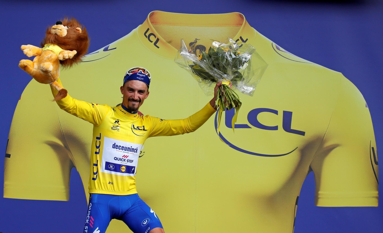 El francés Alaphilippe se vistió de amarillo en la tercera etapa del Tour de Francia 2019 luego de llegar en solitario a la meta ubicada en Epernay el lunes 8 de julio de 2019.