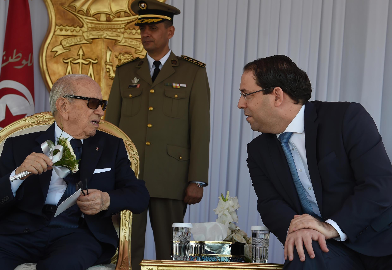 Le président Béji Caïd Essebsi (g) et le Premier ministre Youssef Chahed, à l'occasion du 62e anniversaire de l'armée nationale, à Tunis, le 25 juin 2018.