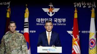 دولت های واشنگتن و سئول امروز جمعه هشتم ژوئیه اعلام کردند که بر پایۀ توافق دوجانبه، آمریکا سپر دفاع ضد موشکی خود را در کره جنوبی مستقر می کند.