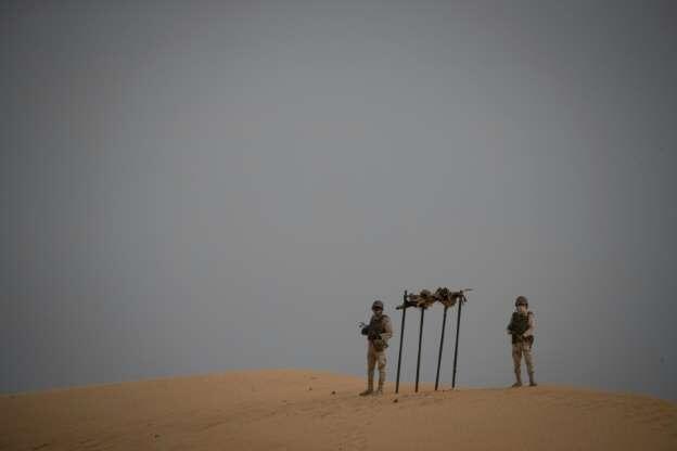Wasu sojojin Mauritania yayin sintiri akan iyakar kasar da Mali.