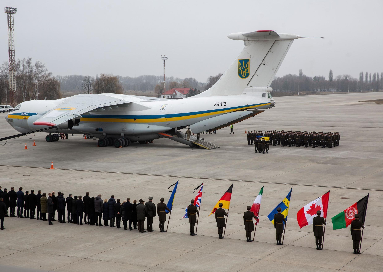 Церемония прощания с членами экипажа лайнера Boeing-737 авиакомпании «Международные авиалинии Украины», 19 января.