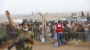 Raia 160 000 wa Syria wahayama makaazi yao mjini Kobane wakikimbilia Uturuki.