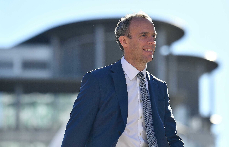 El ministro Dominic Raab llega a la última jornada de la conferencia anual del Partido Conservador británico, el 6 de octubre de 2021 en la ciudad inglesa de Mánchester
