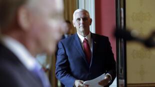 Le vice-président Mike Pence a fait pencher la balancer en faveur de l'ouverture du débat en apportant la 51e voix.