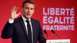 Le président français Emmanuel Macron lors de son discours depuis Les Mureaux, le 2 octobre 2020.