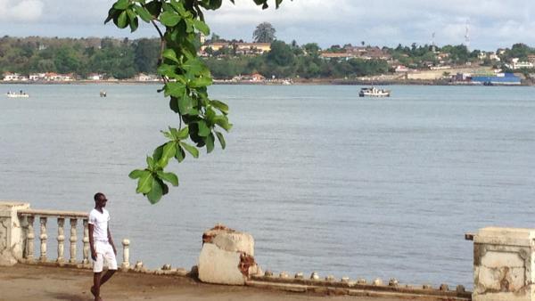 Praia na ilha de São Tomé.