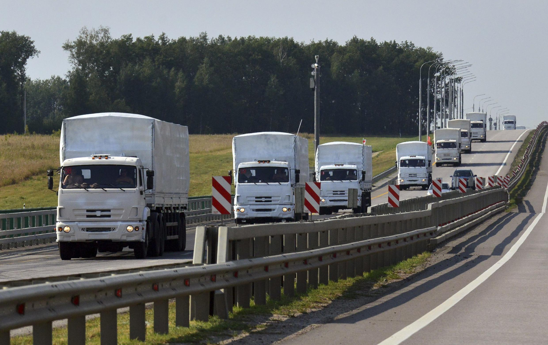 Đoàn xe cứu trợ của Nga gồm 300 xe tải, chở lương thực, thuốc men và máy phát điện - REUTERS /Nikita Paukov