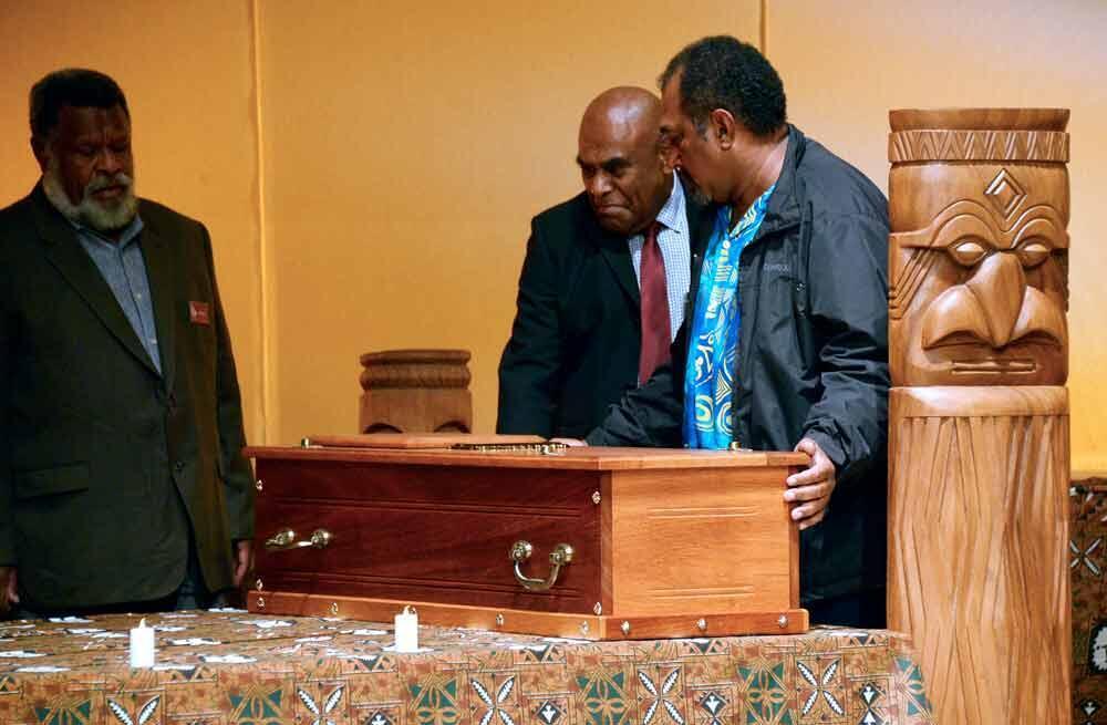 Les cercueils avec les crânes du chef de guerre kanak, Ataï, et de son guérisseur restitués à ses descendants, au Muséum nationale d'histoire naturelle, à Paris, le 28 août 2014