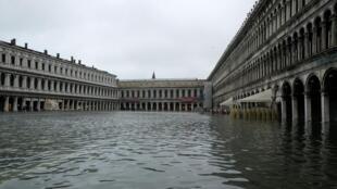 Самое сильное за последние 53 года наводнение в Венеции, 13 ноября 2019.