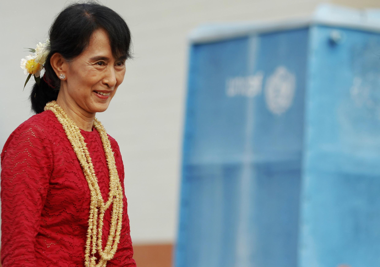 Kiongozi wa Upinzani Nchini Myanmar na Mshindi wa Tuzo ya Amani ya Nobel Aung San Suu Kyi anayetarajia kuzuru Thailand hii leo