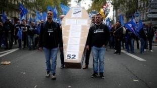 Os policiais franceses protestaram nas ruas de Paris nesta quarta-feira, 2 de outubro de 2019.