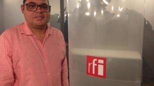 O escritor Rodrigo Dias de passagem pelos estúdios da RFI em Paris.