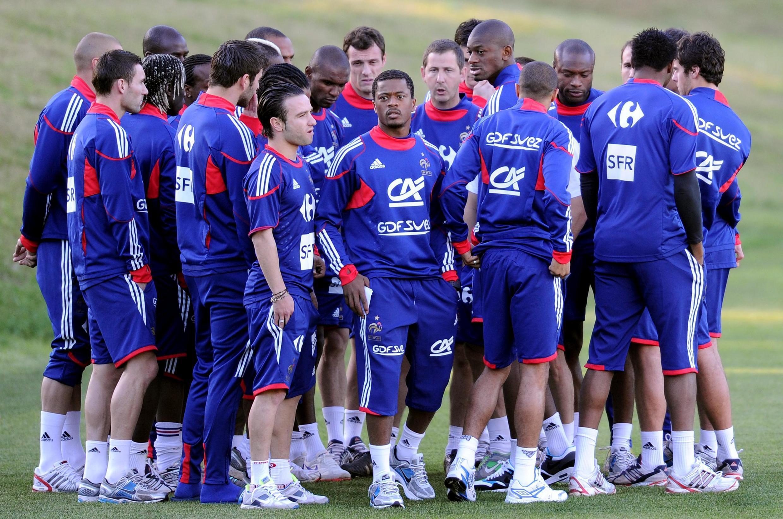 Le 20 juin 2010, lors de la Coupe du monde en Afrique du Sud, les Bleus refusèrent de s'entraîner à Knysna, provoquant une crise sans précédent dans l'histoire de l'équipe de France.