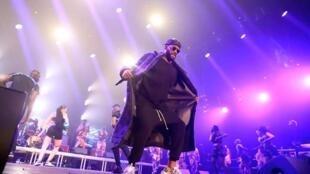Fally Ipupa lors de son concert à l'Accor Hotel Arena de Bercy, le 28 février 2020.