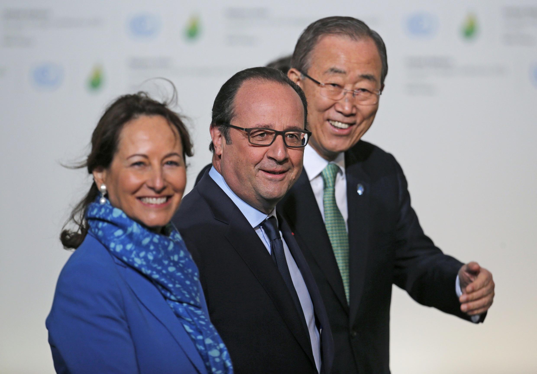Shugaban Faransa François Hollande tare da  Ban Ki-moon da Ministan Muhalli ta Ségolène Royal a taron sauyin yanayi a Paris