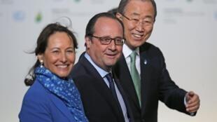 Министр экологии Сеголен Руаяль, президент Франции Франсуа Олланд и генеральный секретарь ООН Пан Ги Мун, Бурже, 30 ноября 2015.