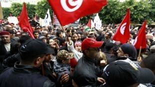 Manifestantes celebran los tres años de la Revolución de los Jazmines, este 14 de enero en Túnez.