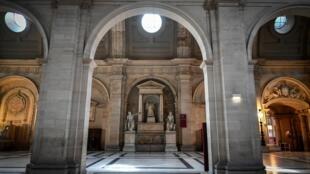 Après plusieurs siècles sur l'Ile de la Cité, le tribunal de Paris quitte ses murs historiques.