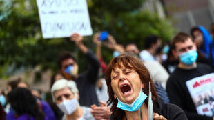 2020-09-27T105651Z_1789724364_RC2Y6J9Y5ADL_RTRMADP_3_HEALTH-CORONAVIRUS-SPAIN-PROTESTS