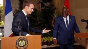 Le président français Emmanuel Macron et son homologue ghanéen Nana Akufo-Addo au palais président d'Accra, le 30 novembre 2017.