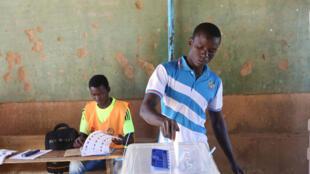 Certains députés dénoncent l'exclusion d'une partie des Burkinabè avec ce nouveau code électoral. (image d'illustration)