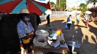 Gardiens, coiffeuses, charretiers, lavandières... A Madagascar, ces corps de métier ont été très affectés par la pandémie de coronavirus.
