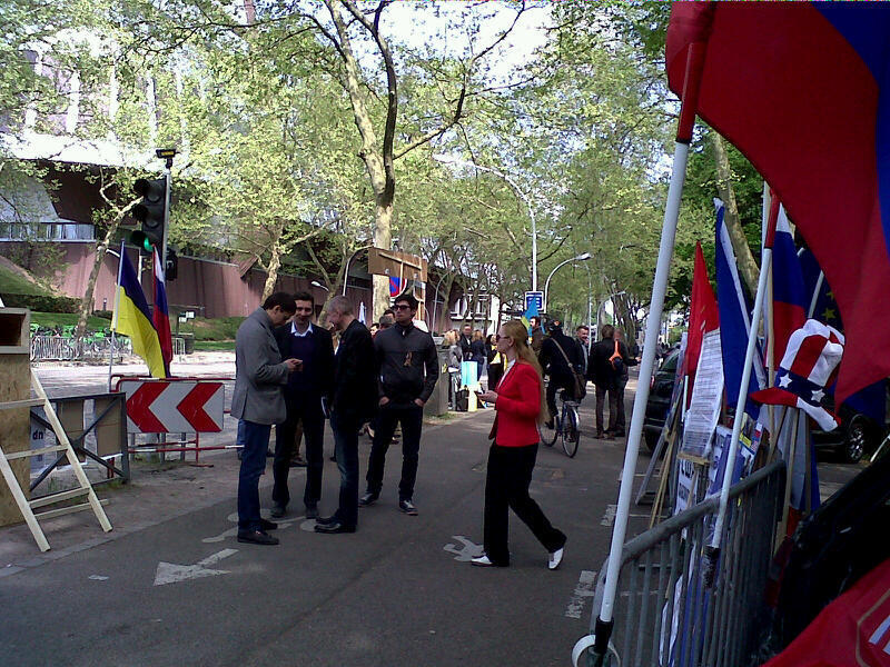 Майдан и Антимайдан перед зданием ПАСЕ в Страсбурге