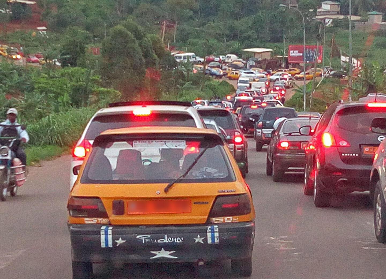 Embouteillage à Yaoundé, la capitale du Cameroun.