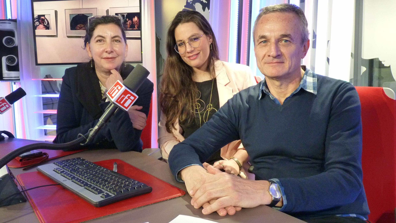 Loredana Dall'Amico, Lassla Esquivel y Christian Valdelièvre en los estudios de RFI