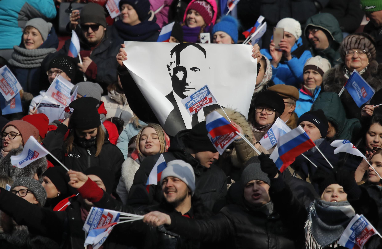 Những người ủng hộ ông Vladimir Putin trong một cuộc mít-tinh ở sân vận động Loujniki, Matxcơva hôm 03/03/2018.