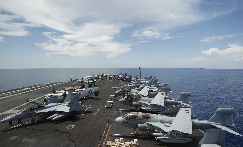 Porta-aviões americano Nimitz.